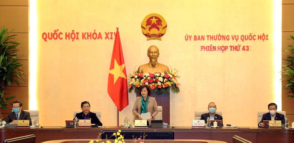 Đại biểu đeo khẩu trang khi dự họp. Ảnh: Hoàng Phong.
