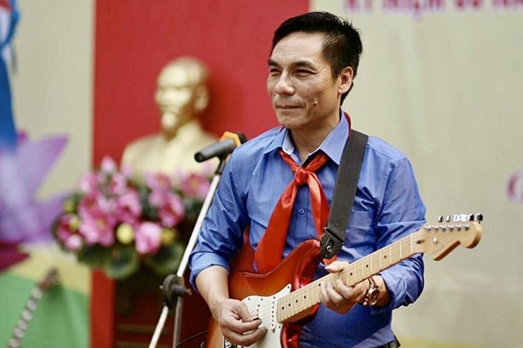[Thầy Nguyễn Mạnh Hùng, tác giả bài hát Có chúng tôi trên mặt trận không tiếng súng.Ảnh: Nhân vật cung cấp