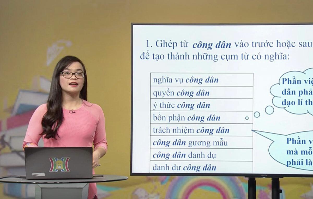 Cô giáo dạy trên truyền hình Hà Nội tối 25/3. Ảnh: Dương Tâm.