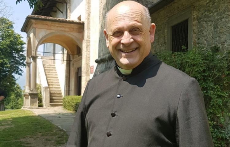 Linh mục Giuseppe Berardelli. Ảnh: Twitter/James Martin.