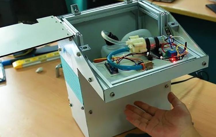 Máy tự động phun thuốc khử khuẩn bằng cảm ứng siêu âm.