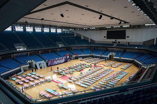 Nhà thi đấu được chuyển đổi thành bệnh viện dã chiến ở Hồ Bắc hồi tháng hai. Ảnh: China Daily.