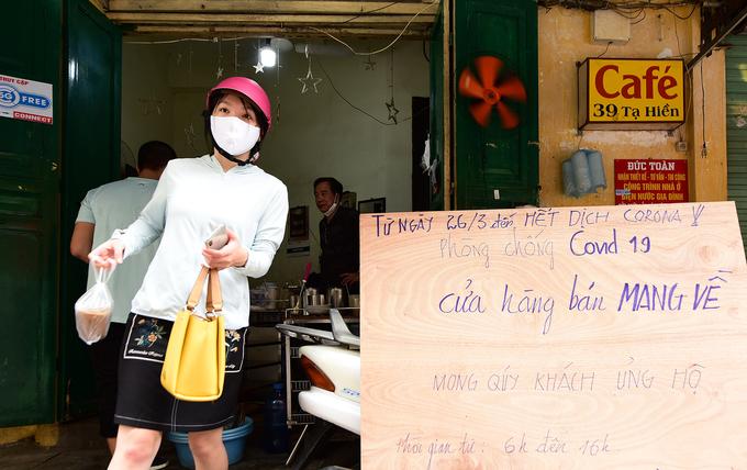 Hà Nội vắng sau lệnh đóng cửa hàng dịch vụ