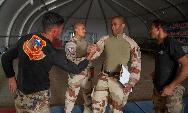 Lính Pháp huấn luyện cận chiến cho binh sĩ Iraq năm 2019. Ảnh: Bộ Quốc phòng Pháp.