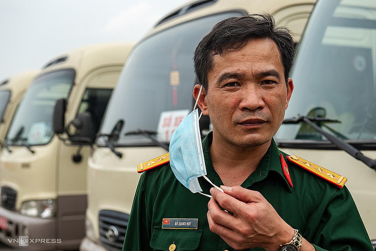 Thượng úy Đỗ Quang Huy 22 năm làm việc tạiCục Vận tải, Tổng cục Hậu cần. Ảnh: Thanh Huế