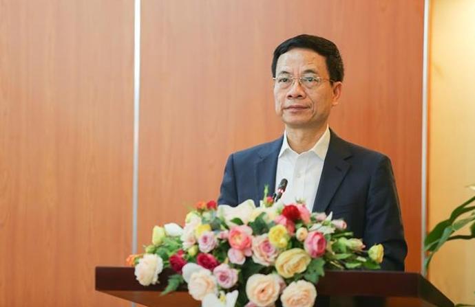 Bộ trưởng Thông tin và Truyền thông Phạm Mạnh Hùng phát biểu sáng 26/3. Ảnh: Văn phòng Bộ Giáo dục và Đào tạo.