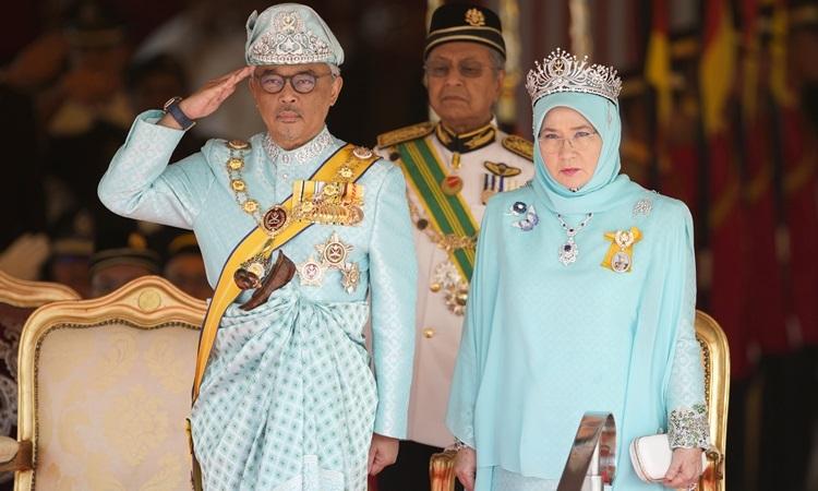 Quốc vương Abdullah Sultan Ahmad Shah và Hoàng hậu Tunku Azizah Aminah Maimunah Iskandaria tại một sự kiện ở Kuala Lumpur tháng 1/2019. Ảnh: AFP.
