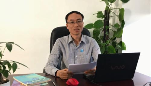 Thầy Hồng Trí Quang khuyên học sinh cần duy trì thói quen tự học tại nhà.