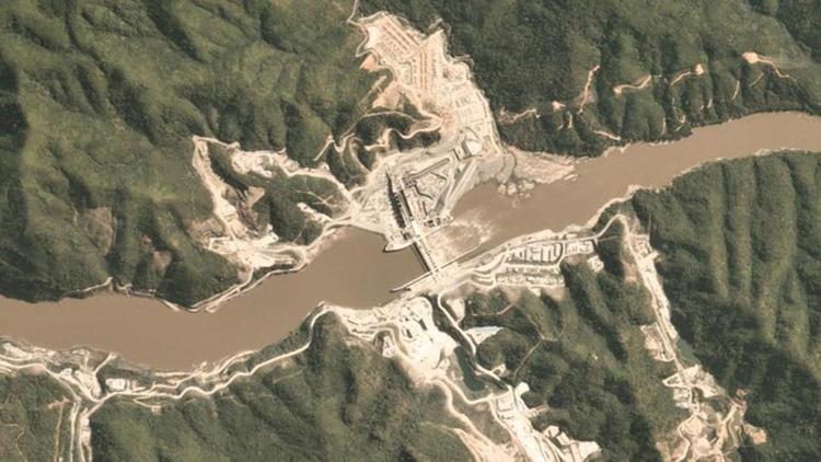 Hình ảnh chụp từ vệ tinh đập thủy điện Xayaburi trên sông Mekong. Ảnh: Reuters.