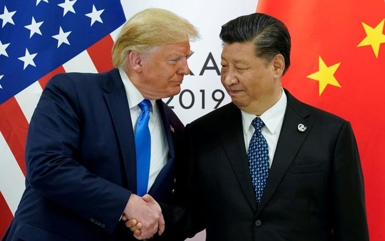 Tổng thống Mỹ Donald Trump (trái) và Chủ tịch Trung Quốc Tập Cận Bình tại hội nghị thượng đỉnh G20 ở Osaka, Nhật Bản ngày 29/6. Ảnh: Reuters.
