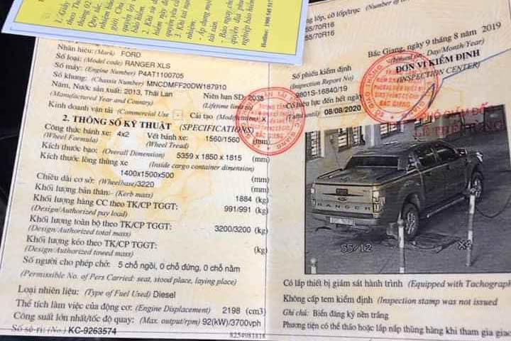 Khối lượng chuyên chở hàng cho phép khi tham gia giao thông 991 kg trên một mẫu Ford Ranger XLS đời 2013. Từ 1/7, xe này không còn được coi là xe con. Ảnh: Đức Công