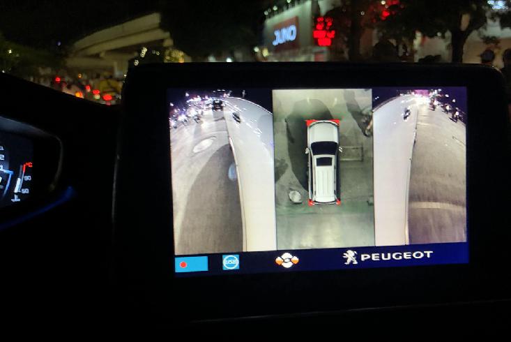Màn hình hiển thị camera 360 DCT trong điều kiện trời tối.