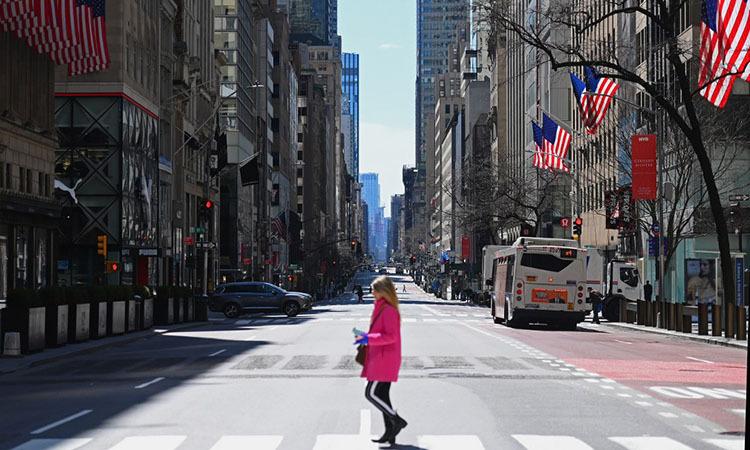 Đại lộ vắng tại quận Manhattan, thành phố New York, Mỹ hôm 27/3. Ảnh: AFP.