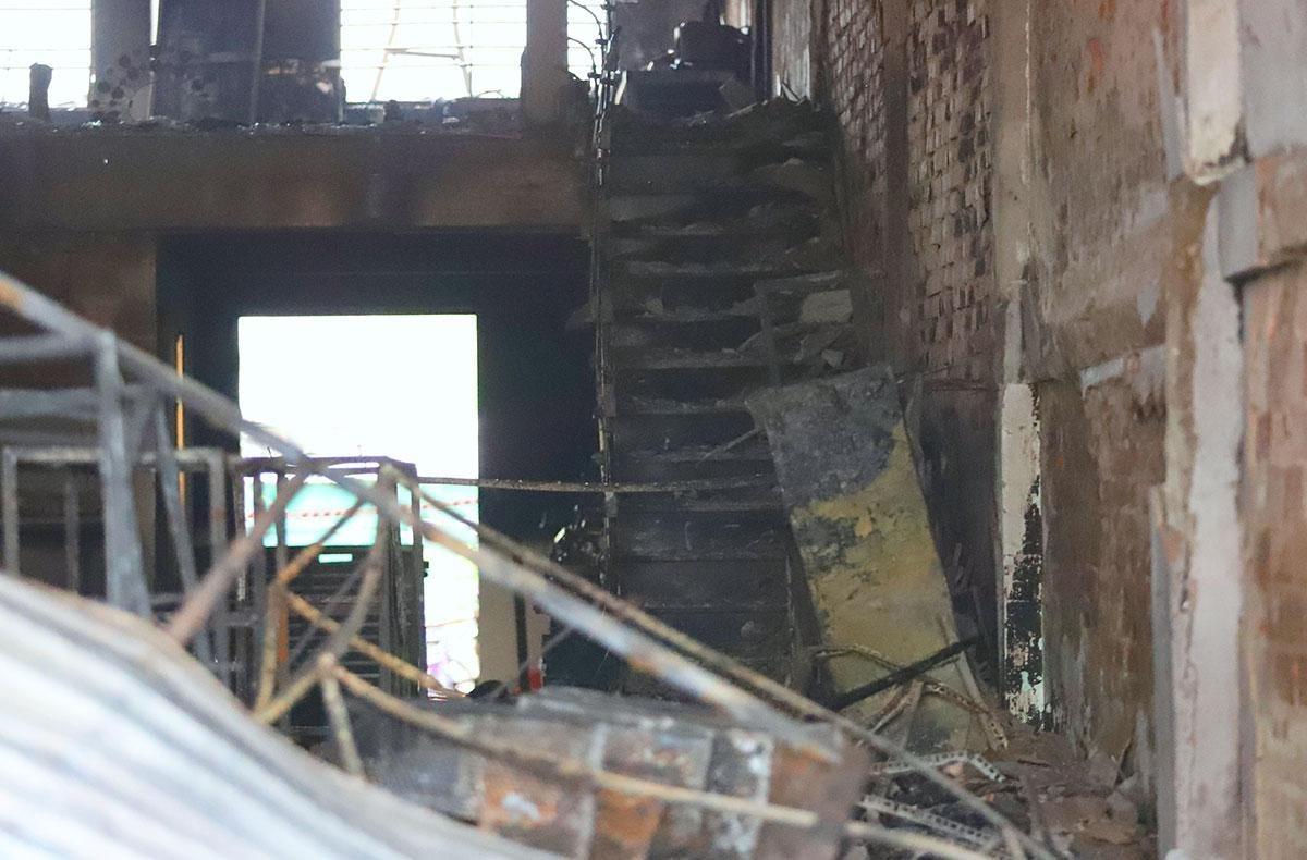 Cầu thang nơi phát hiện thi thể hai nạn nhân. Ảnh: Đức Hùng.
