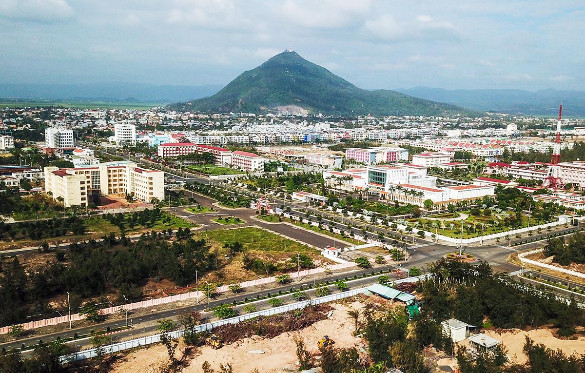 Một góc TP Tuy Hòa (Phú Yên) trên cao hồi 25/2. Ảnh: Quỳnh Trần.