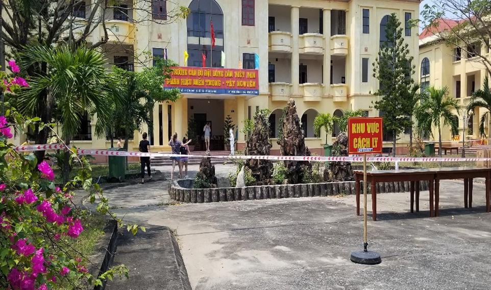 Trườngcán bộ nông dân, ở phường Cửa Đại TP Hội An cách ly những người tiếp xúc với bệnh nhân 167. Ảnh: Huỳnh Chín.