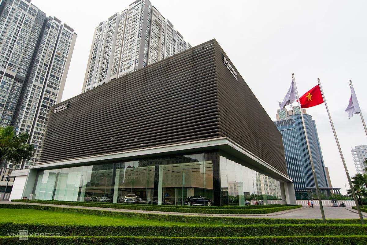 Showroom duy nhất của Lexus ở Hà Nội cũng đóng cửa. Ảnh: Minh Quân