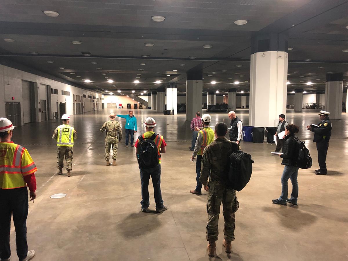Các lực lượng khảo sát không gian trung tâm TCF để làm bệnh viện dã chiến. Ảnh: Công binh lục quân Mỹ, Detroit