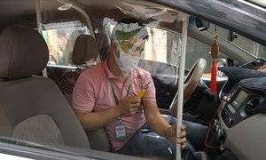 Taxi lắp màng chắn phòng Covid-19