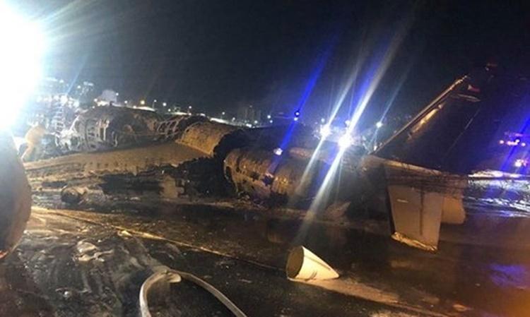 Chiếc máy bay tại hiện trường vụ tai nạn. Ảnh: Twitter/MikeGo.