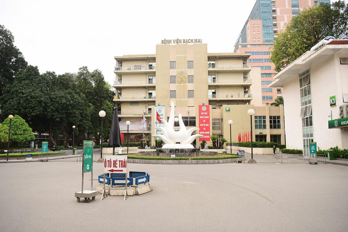 Bệnh viện Bạch Mai ngày 28/3, sau khi có lệnh phong tỏa. Ảnh: Giang Huy.