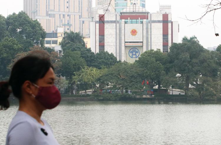 Chủ tịch Hà Nội đề xuất cho một số cơ quan nhà nước nghỉ làm để ngăn dịch lây lan. Ảnh: Võ Hải.