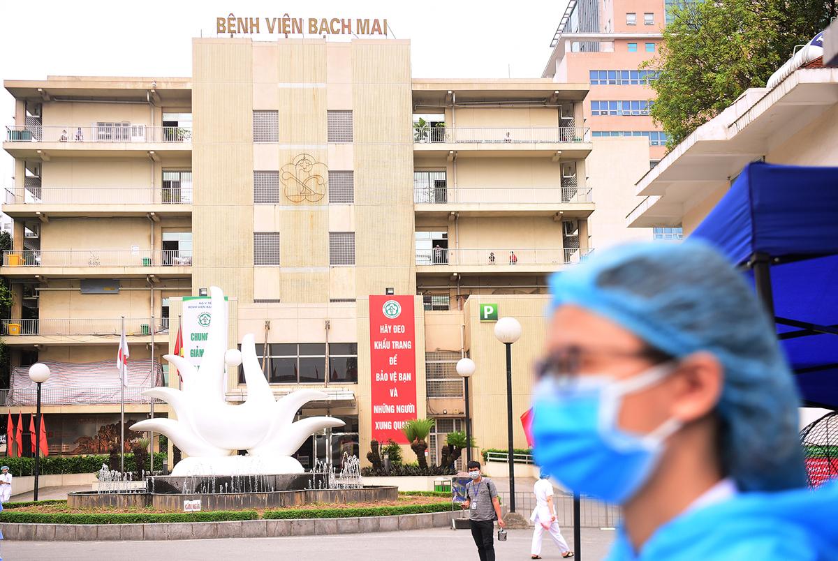 Chủ tịch Hà Nội nhận định ổ dịch ở Viện Bạch Mai là ổ dịch lớn nhất nước hiện nay. Ảnh: Giang Huy.