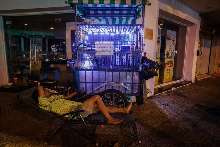 Một người vô gia cư ở quận 5 (TP HCM). Ảnh: Thành Nguyễn.