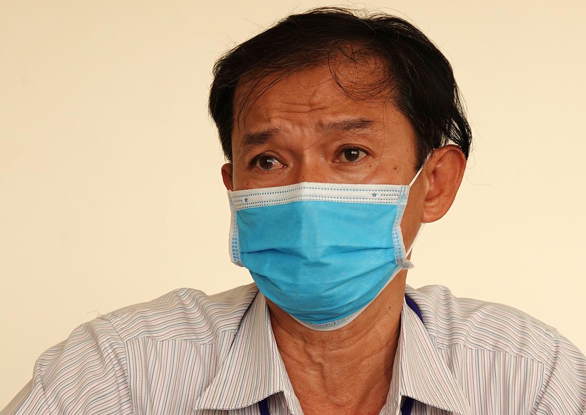 Bác sĩ Trương Thanh Trung nói về hành trình truy tìm khách dự tiệc ởBuddha Bar & Grill. Ảnh: Hà An.