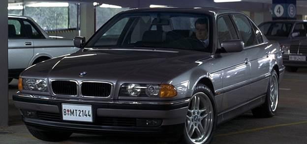 Chiếc BMW E38 750 Li trong tập phim Tomorrow never dies năm 1997.