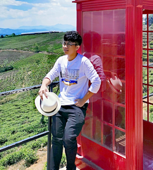 Phạm Việt Hưng nhận giấy báo trúng tuyển của 6 trường đại học tại Mỹ và Canada.