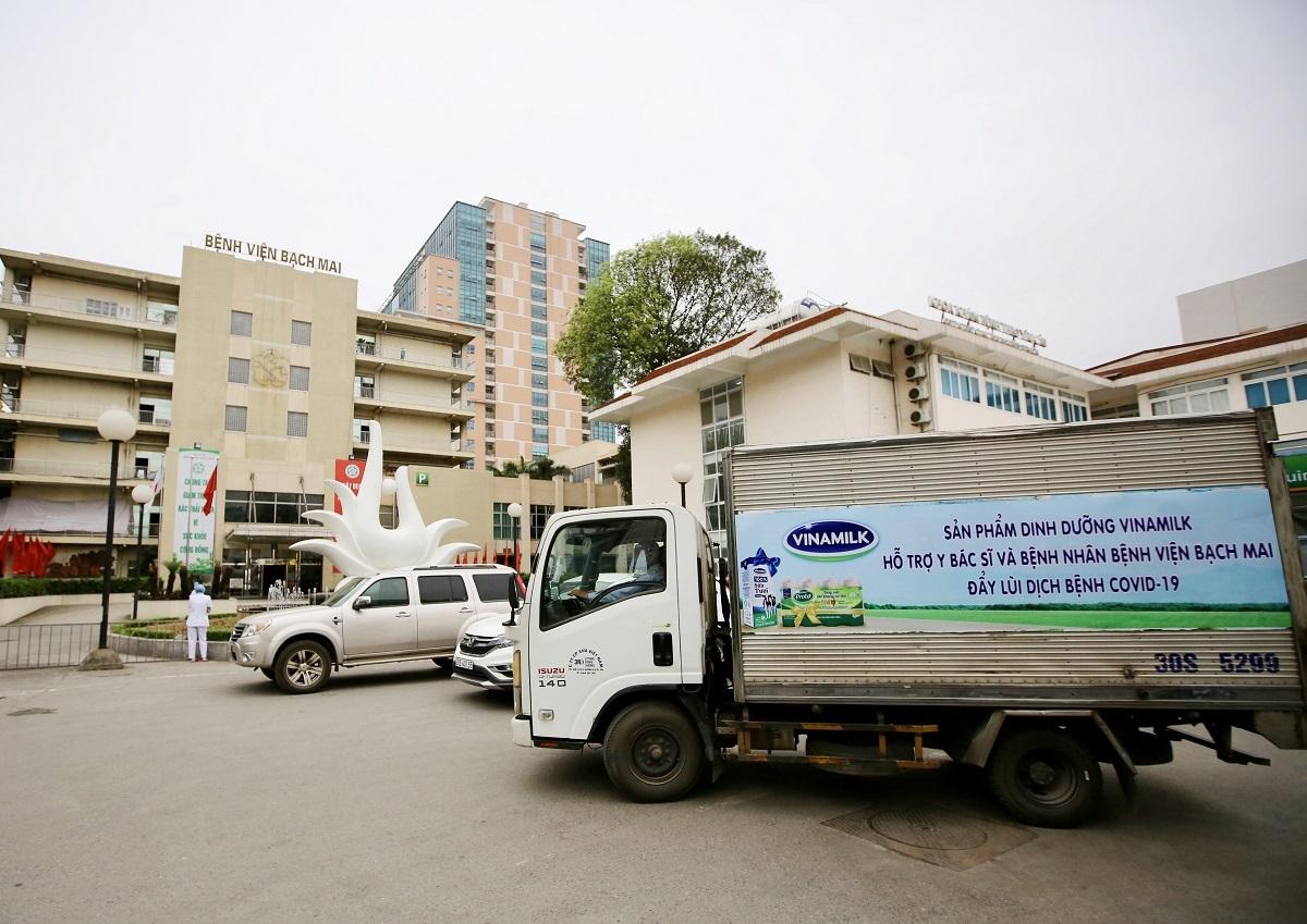 Vinamilk tổ chức các chuyến xe đưa sản phẩm sữa đến bệnh viện Bạch Mai ngay từ 31/3.