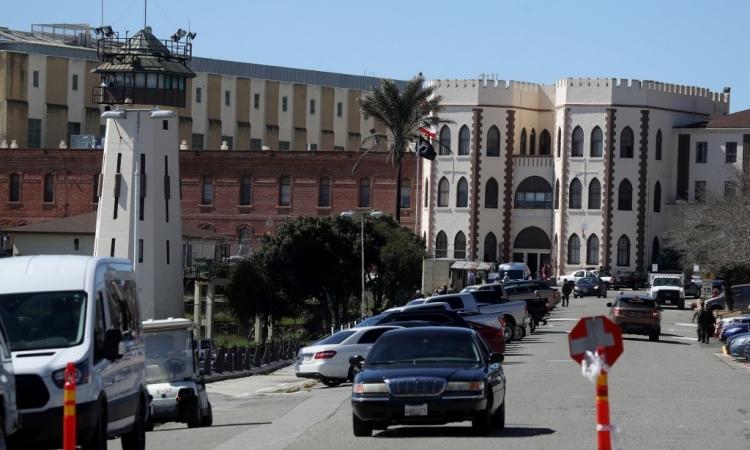Khu đỗ xe tại nhà tù ở San Quentin, bangCalifornia, Mỹ, hồi tháng 3/2019. Ảnh: AFP.
