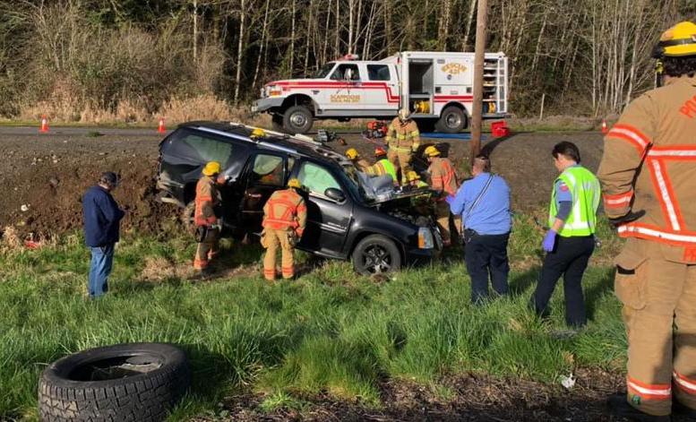 Chiếc SUV cỡ lớn văng sang lề sau cú đấu đầu, tài xế bị thương nặng. Ảnh:Columbia County Spotlight