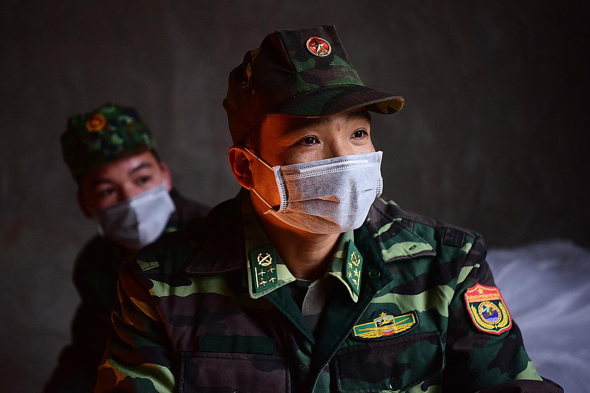 Bộ đội biên phòng tại Lạng Sơn, trong chốt tạm dựng từ tháng 2/2020 để kiểm soát đường biên. Ảnh: Giang Huy.