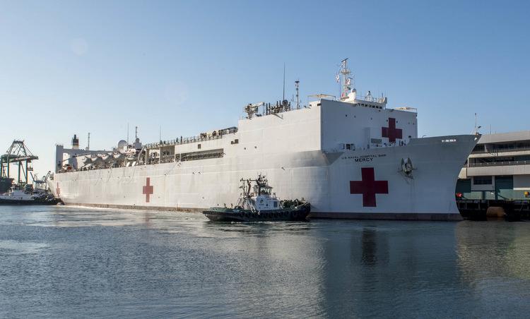 Tàu bệnh viện USNS Mercy cập cảng Los Angeles hôm 27/3. Ảnh: US Navy.