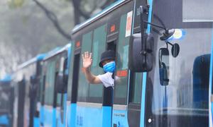 Huy động xe buýt đưa người hết cách ly về nhà