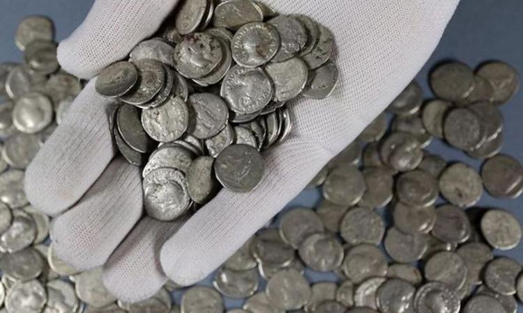 Lượng lớn đồng bạc gần 2.000 năm tuổi được tìm thấy tại Ba Lan. Ảnh: Bảo tàng Hrubieszow.