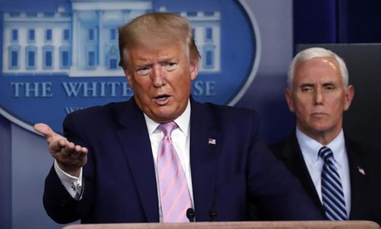 Tổng thống Mỹ Trump tại họp báo ở Nhà Trắng hôm 1/4. Ảnh: AP.