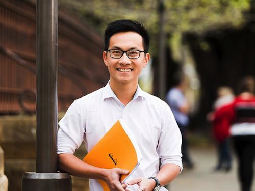Huỳnh Nhật Hoàng, Cử nhân Kỹ thuật chuyên ngành Hóa Dược tại ĐH Adelaide.