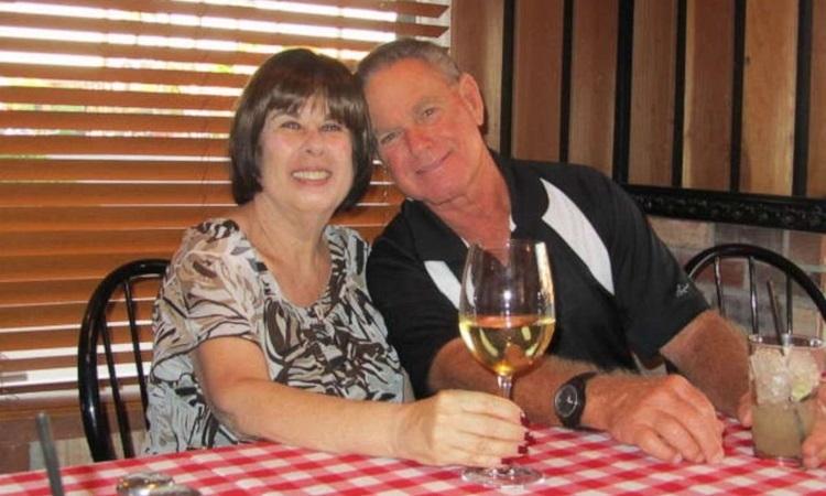 Stuart Baker và Adrian Baker, căp vợ chồng qua đời hôm 29/3 vì các biến chứng từ Covid-19. Ảnh: ABC.