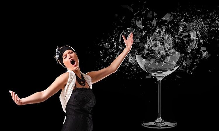 Giọng hát có thể làm vỡ ly thủy tinh?