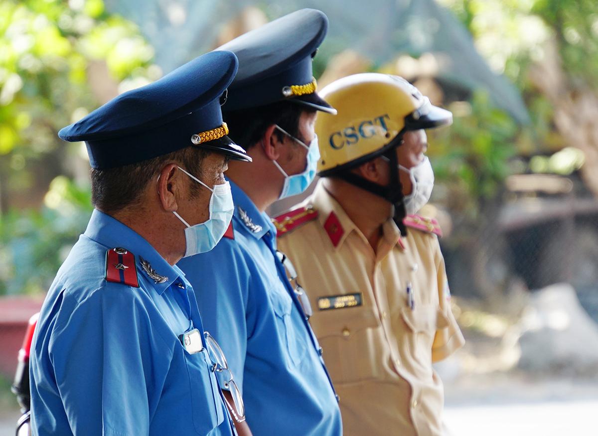 Chốt kiểm soát tại ngã tư Bình Phước, quận Thủ Đức, chiều 2/4. Ảnh: Mạnh Tùng.