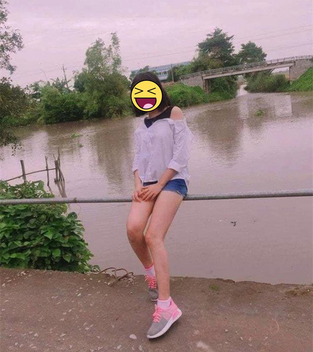 Cô gái ngã xuống sông khi đang tạo dáng chụp ảnh