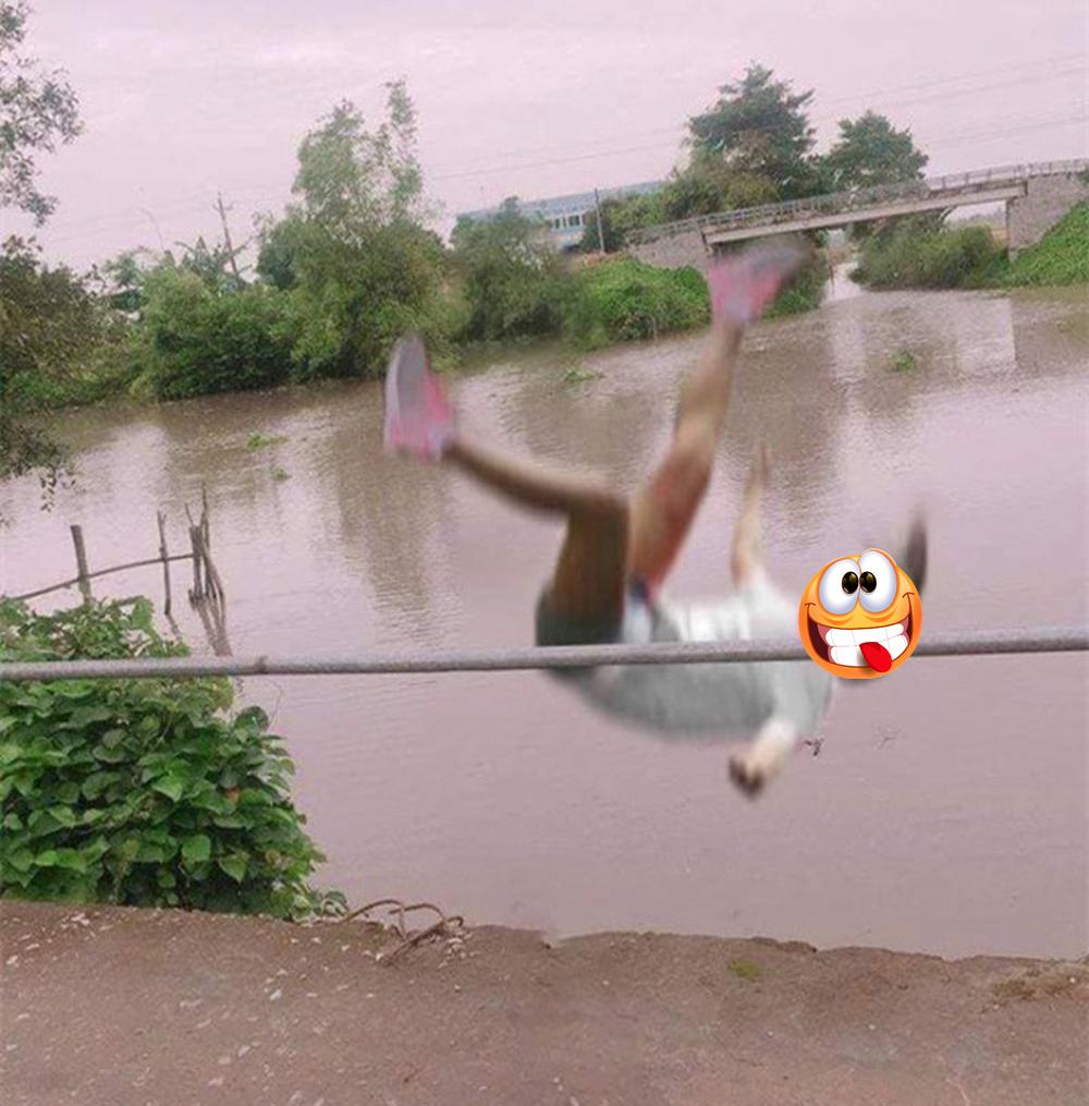 Cô gái ngã xuống sông khi đang tạo dáng chụp ảnh - 2