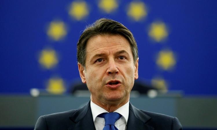 Thủ tướng Italy Giuseppe Conte phát biểu trước Nghị viện châu Âu hồi tháng hai năm ngoái. Ảnh: Reuters.
