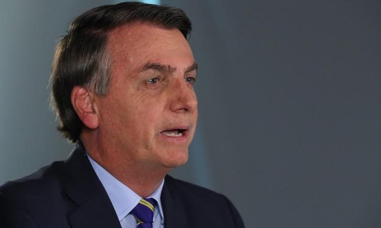 Tổng thống Brazil Bolsonaro phát biểu về Covid-19 trên truyền hình hôm 31/3. Ảnh: AFP.