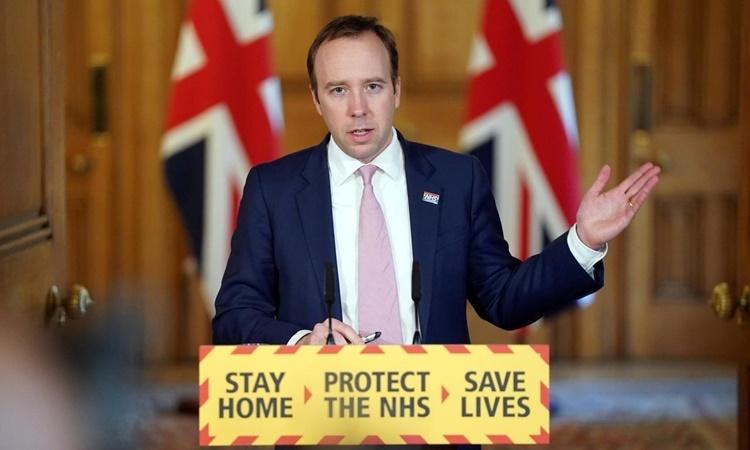 Bộ trưởng Y tế Anh Matt Hancock phát biểu trong cuộc họp báo từ xa ngày 3/4. Ảnh: Reuters.