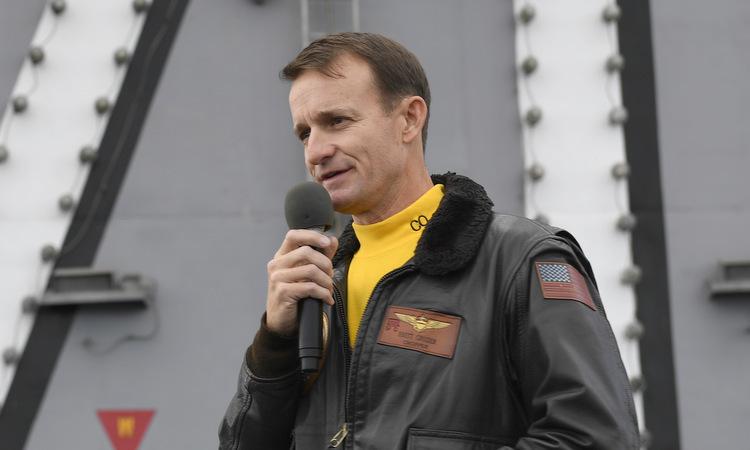 [Đại tá Crozier trên tàu USS Theodore Roosevelt hồi tháng 11/2019. Ảnh: US Navy.