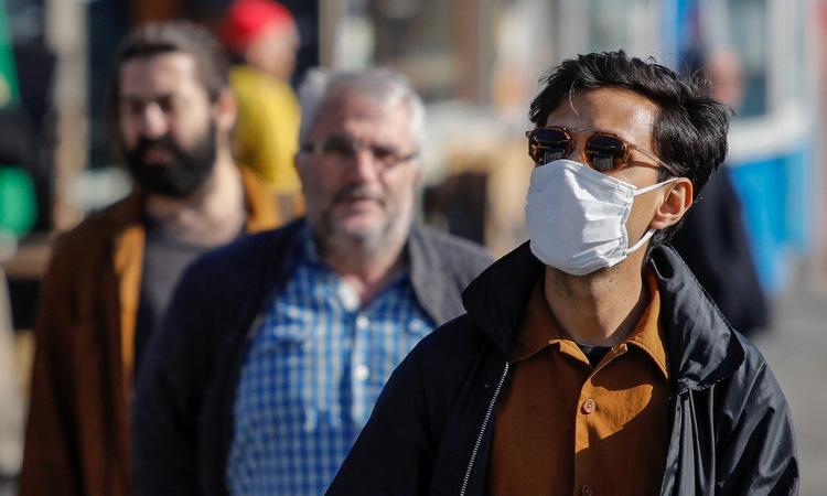 Người dân trên đường phố Berlin hôm 5/4. Ảnh: AFP.
